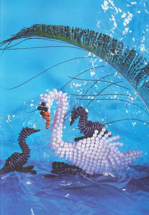Схема лебедей из бисера - способ сплести красивую семью лебедей.  Да-да, вы всё правильно поняли: один или два...