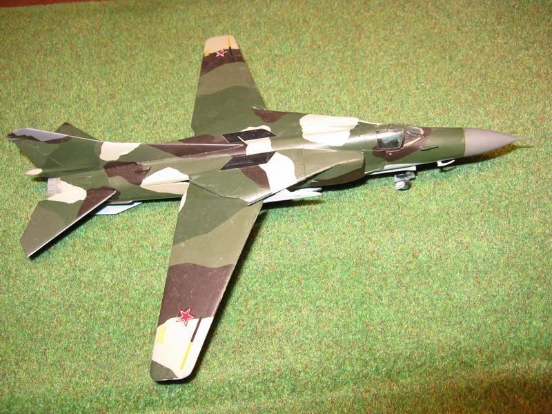 Иллюстрация 1 из 2 для 7218/Советский истребитель-бомбардировщик МиГ-23МЛД | Лабиринт - игрушки. Источник: Антоха