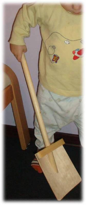 Иллюстрация 1 из 2 для Лопатка деревянная для снега (Д-339) | Лабиринт - игрушки. Источник: Ogha