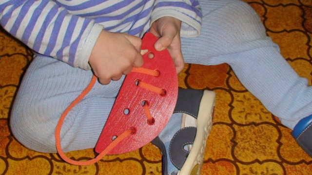 Иллюстрация 1 из 2 для Арбузная долька-шнуровка (Ш-072) | Лабиринт - игрушки. Источник: _Елена_