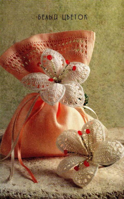 Невероятно красивые и несложные цветы в книге Изора Ваккари Францароли.  Вяжем цыеты крючком.  20 оригинальных идей.