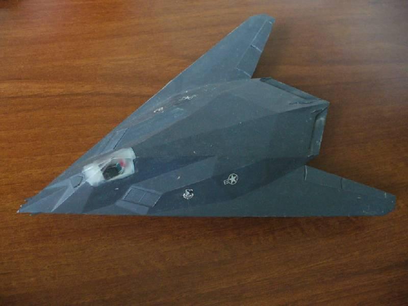 """Иллюстрация 1 из 7 для Американский истребитель-бомбардировщик F-117А """"Стелс"""" (7226)   Лабиринт - игрушки. Источник: Ценитель классики"""