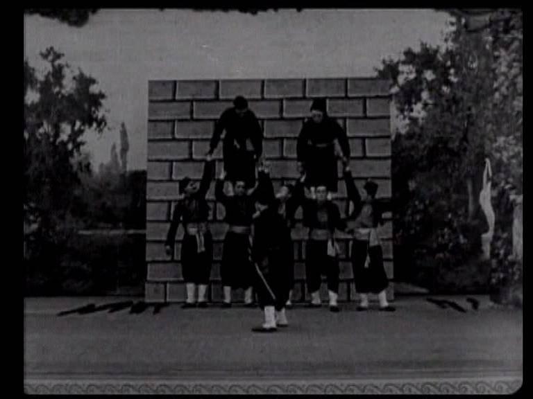 Иллюстрация 1 из 10 для Бастер Китон: Паровоз генерала. Полицейские. Театр (DVD) - Китон, Брукман | Лабиринт - видео. Источник: Флинкс