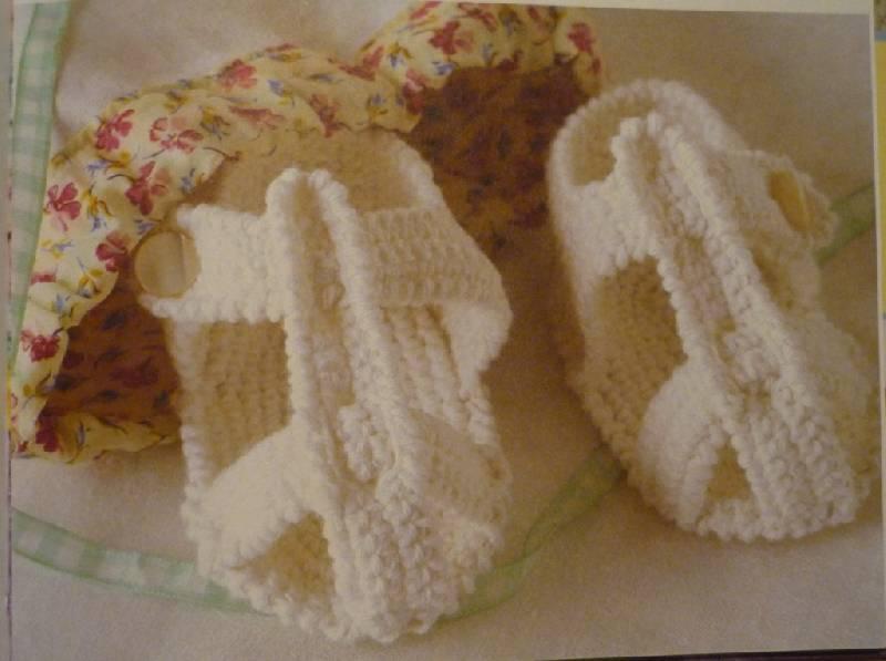 Схемы вязания для малышей.  Как связать сандалики.  2 модели.