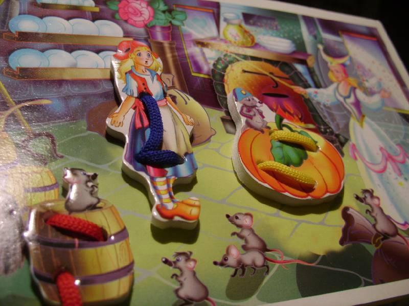 Иллюстрация 1 из 2 для Игра-шнуровка: Золушка - Наталья Писаренко | Лабиринт - игрушки. Источник: tsopic
