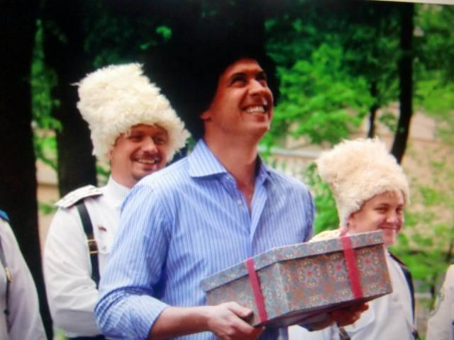 Иллюстрация 1 из 7 для Зайцев, жги! История шоумена (DVD) - Антон Барщевский   Лабиринт - видео. Источник: Лимпи