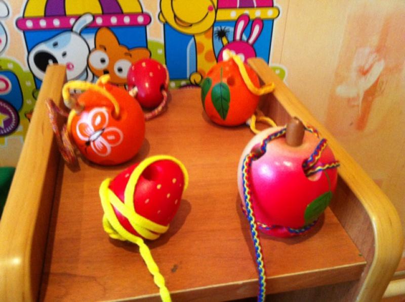 Иллюстрация 1 из 3 для Клубничка-шнуровка расписная (Ш-069)   Лабиринт - игрушки. Источник: Петрова  Екатерина