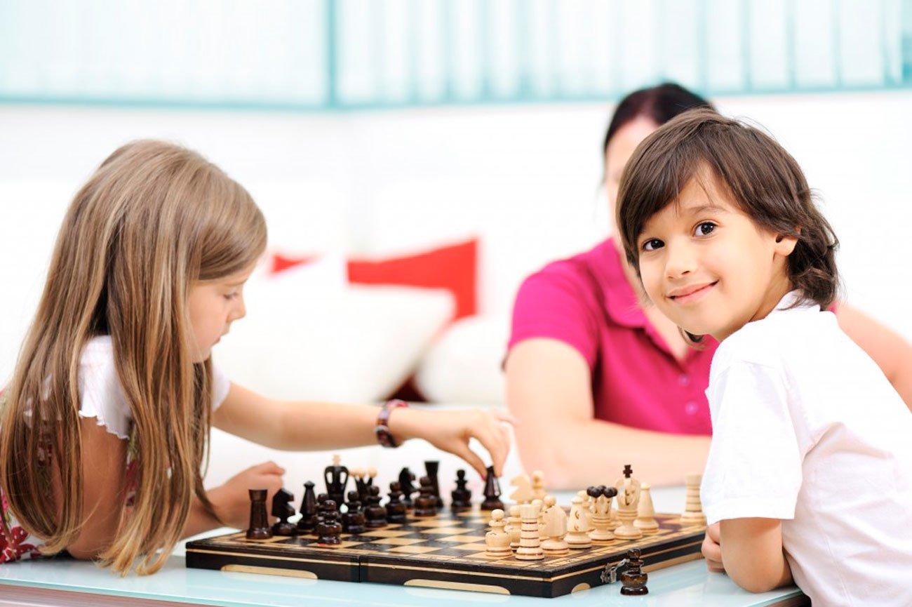 Картинки по запросу фото дети играют в шахматы