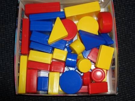 Иллюстрация 1 из 5 для Логические блоки Дьенеша: учебно-игровое пособие: для детей 2-7 лет | Лабиринт - книги. Источник: sher
