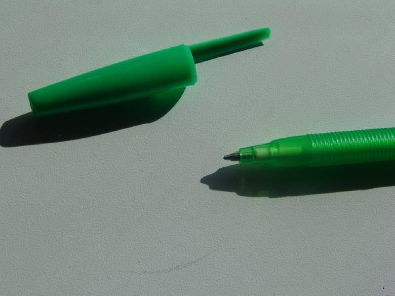 Иллюстрация 1 из 2 для Ручка шариковая зеленая (2002 EaSTar) | Лабиринт - канцтовы. Источник: Лаванда