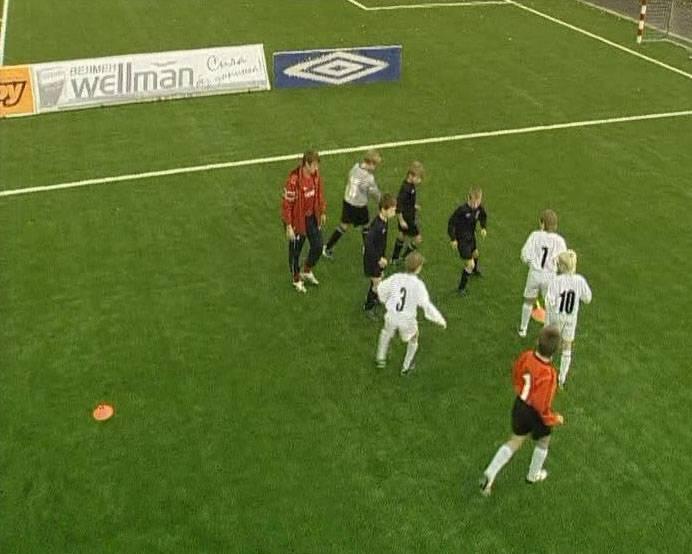 Иллюстрация 1 из 3 для Школа футбольного мастерства Сергея Семака (DVD) - Алексей Фетисов | Лабиринт - видео. Источник: Rainbow