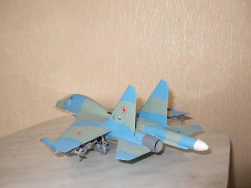 Иллюстрация 1 из 2 для Российский фронтовой бомбардировщик Су-32ФН (7250П) | Лабиринт - игрушки. Источник: Klyukofka