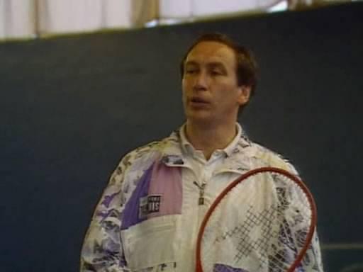Иллюстрация 1 из 3 для DVD Секреты тенниса от Шамиля Тарпищева: Часть 2 - Л. Зенина | Лабиринт - видео. Источник: Rainbow