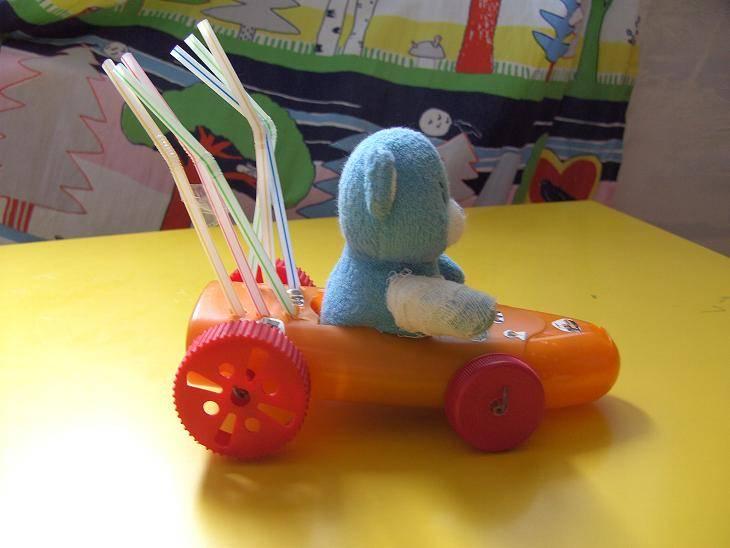 Иллюстрация 1 из 11 для Смешные игрушки из пластмассы. Учебное издание. - Куликова, Соломенникова | Лабиринт - книги. Источник: мама малыша