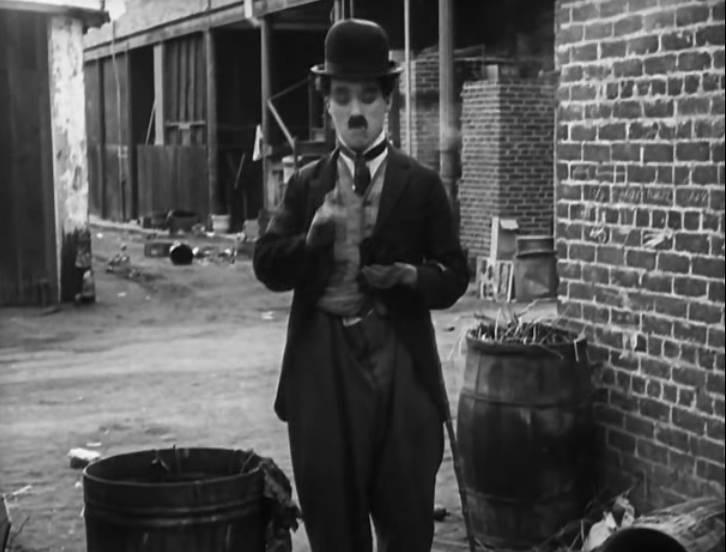 Иллюстрация 1 из 21 для Чарли Чаплин: Малыш. Собачья жизнь (DVD) | Лабиринт - видео. Источник: enotniydrug