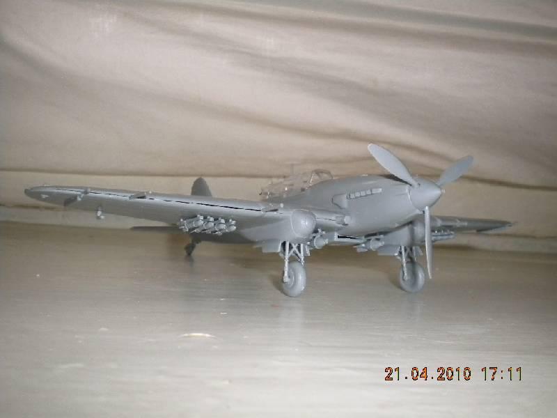 Иллюстрация 1 из 11 для 7279/Советский штурмовик Ил-2 | Лабиринт - игрушки. Источник: Девушка с кошкой
