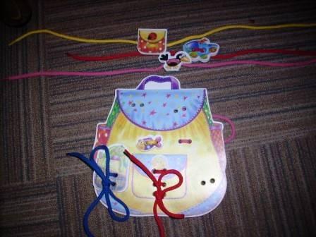 Иллюстрация 1 из 2 для Игра-шнуровка: Рюкзак (3209)   Лабиринт - игрушки. Источник: Кашин  Даниил Сергеевич