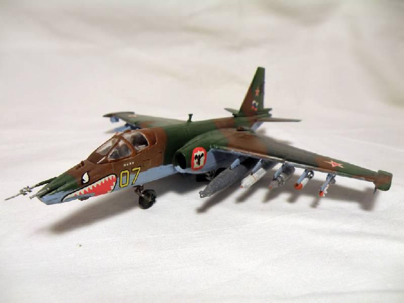 Иллюстрация 1 из 3 для 7227/Советский штурмовик Су-25 | Лабиринт - игрушки. Источник: Деменков  Евгений