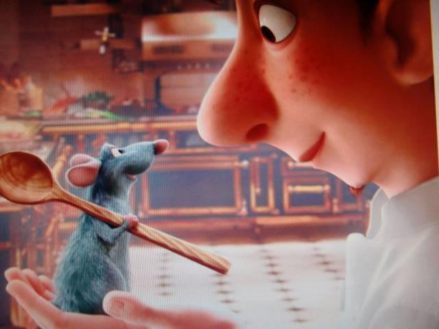 Иллюстрация 1 из 15 для Рататуй и Мультачки (DVD) - Лассетер, Гиббз, Нэвоун, Берд   Лабиринт - видео. Источник: Лимпи