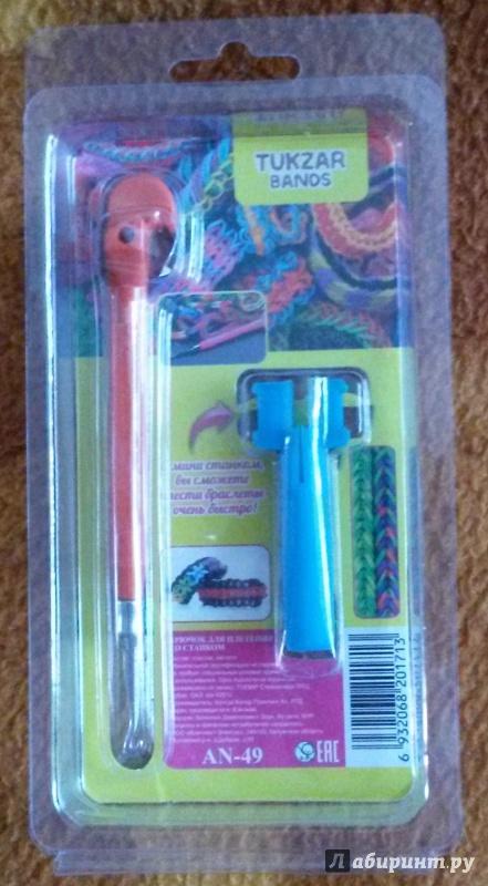 Иллюстрация 1 из 2 для Крючок со станком для плетения браслетов из резиночек (AN-49) | Лабиринт - игрушки. Источник: Kuzu-no-Ha