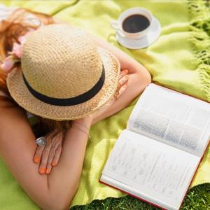 Летнее чтение. Чем порадовать себя в отпуске