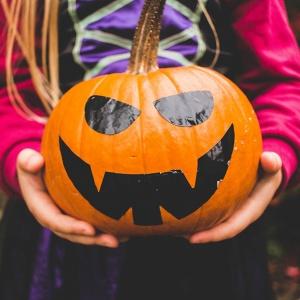 Что читать на Хэллоуин. Маленькие привидения и большой разговор о страхах