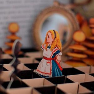 Алиса в Зазеркалье. Удивительная шахматная партия и сказка-нонсенс