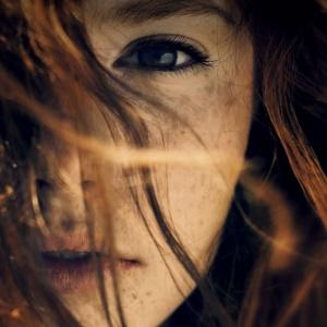 Эми Хармон — о внутренней красоте каждого. Роман «Меняя лица»