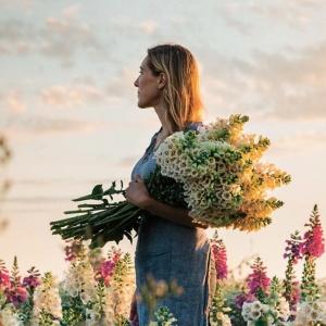 Магия цветов, искусство каллиграфии и еще два полезных занятия для лета