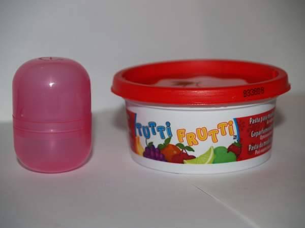 Иллюстрация 2 из 3 для Масса для лепки ароматизированная (цвет в ассортименте) (672) | Лабиринт - игрушки. Источник: Cовушка