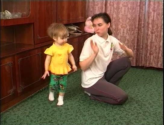 Иллюстрация 3 из 3 для Как сделать жизнь малыша активной. Видеопособие для молодых родителей №5 (DVD) - В. Чичкун | Лабиринт - Источник: Флинкс