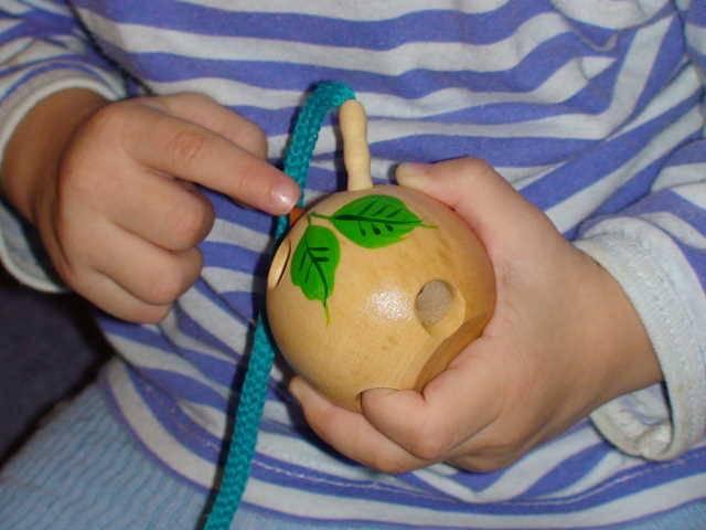 Иллюстрация 1 из 5 для Яблоко-шнуровка малое лакированное расписное (Ш-050) | Лабиринт - игрушки. Источник: _Елена_