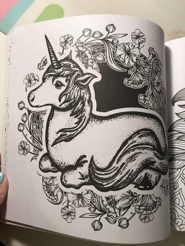 Иллюстрация 26 из 42 для Единороги. Раскраска-антистресс ...